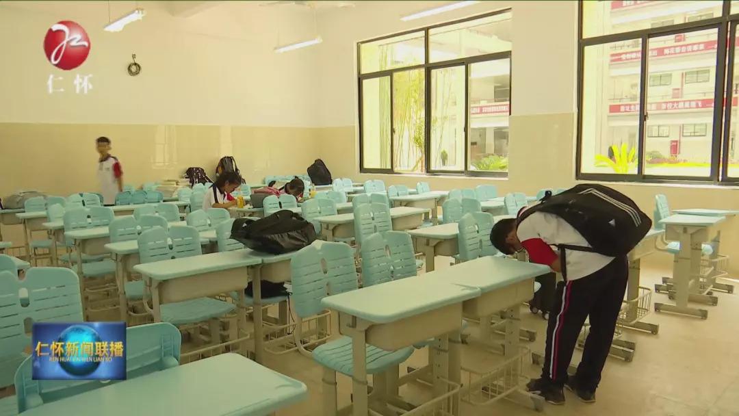 学校教室家具安装好后的效果图