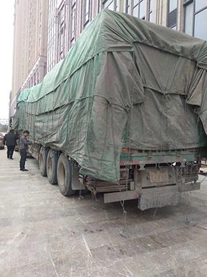 我们的团队到达现场卸货图片